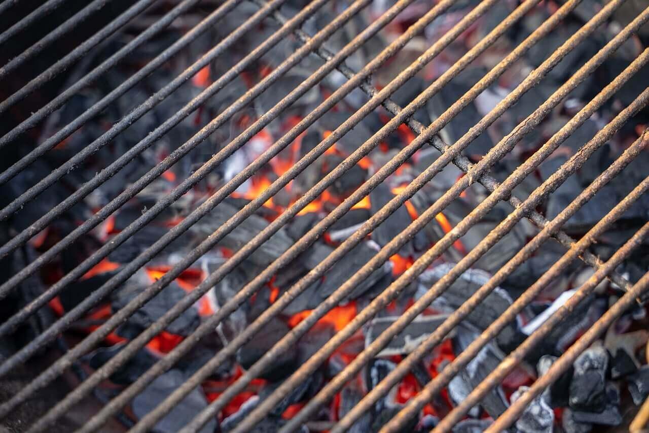 grillrost-reinigen-so-gehts